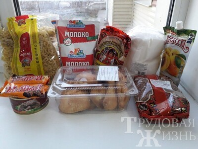 Кому  из  школьников  полагаются  продуктовые  наборы?