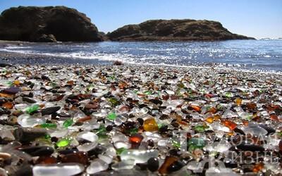 Пляжи из стеклянных камушков